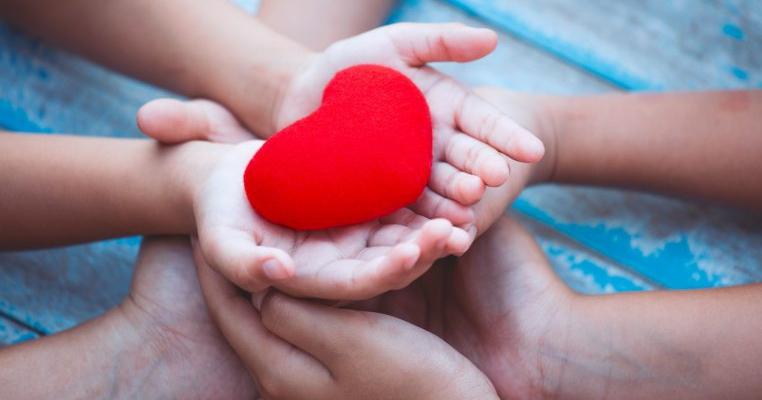10 moduri prin care să îi arăți copilului că îl iubești fără să îi cumperi ceva