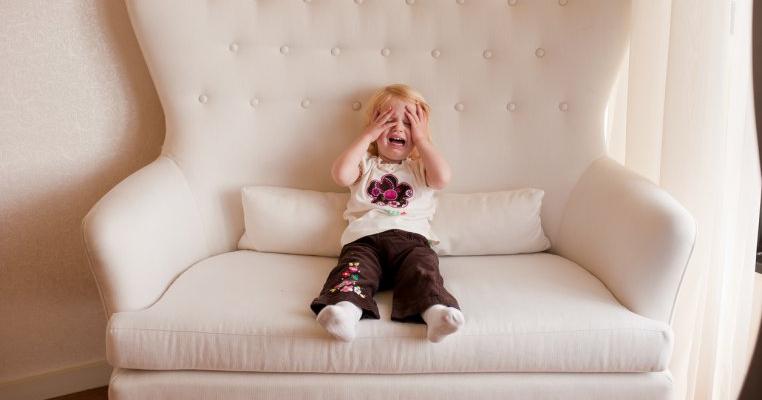 5 lucruri interzise când copilul tău face o criză de furie