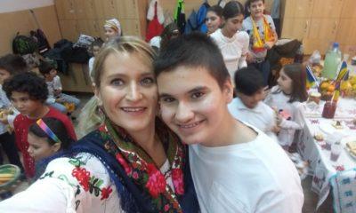 """La braț cu autismul. """"Am 42 de ani și sunt clasa a VI-a"""". Cea mai frumoasă poveste de incluziune în școală a unui copil cu autism - Totul Despre Mame"""