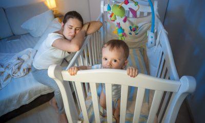 Bebe nu doarme noaptea. Cauzele sunt diferite în funcție de vârstă