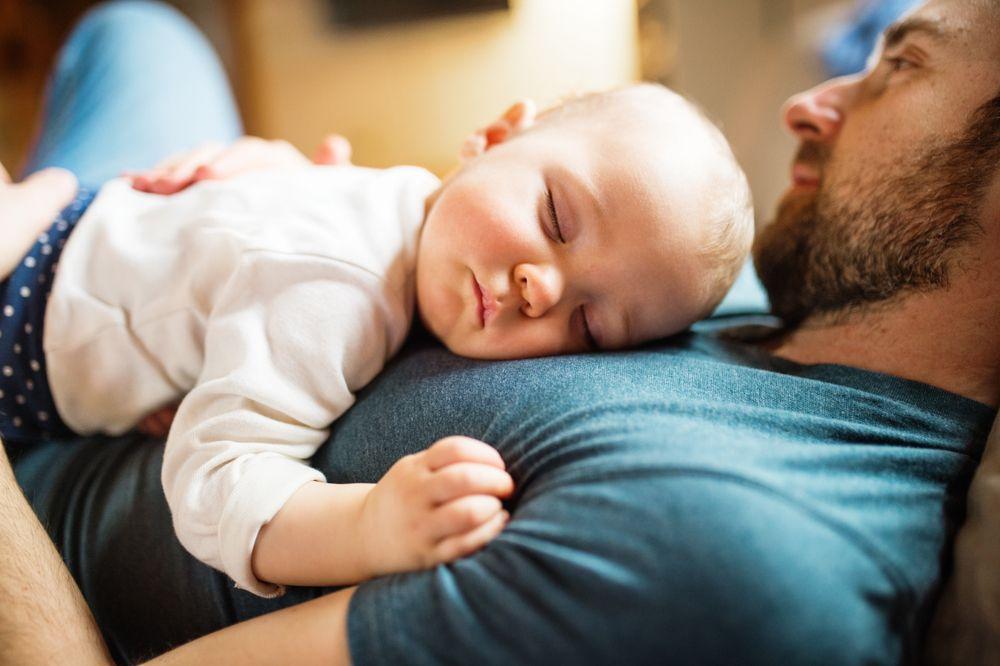 Cum să-mi implic partenerul în creșterea bebelușului