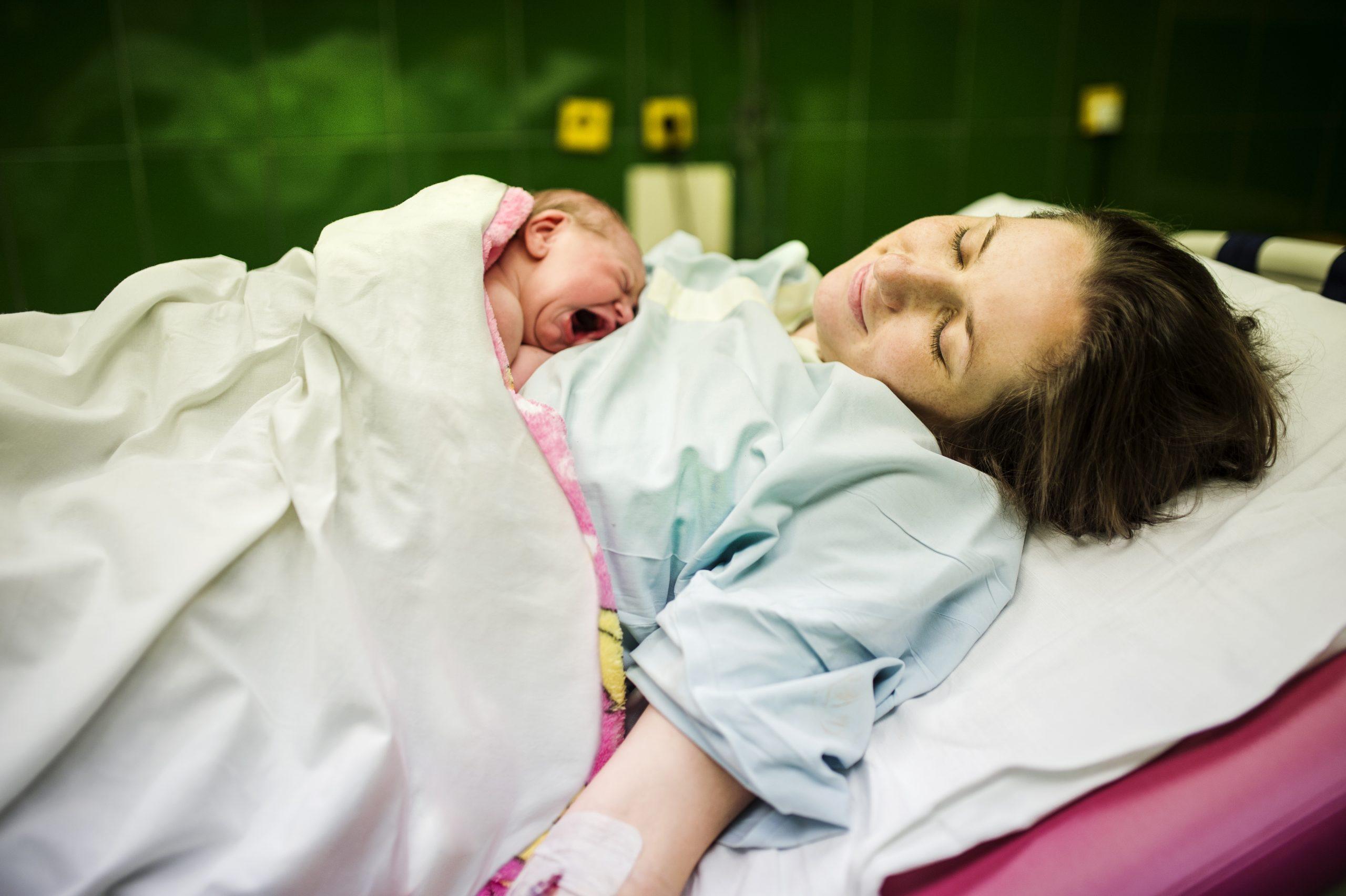 """Naștere la 21 de ani. """"De ce să alegem nașterea artificială când corpul e făcut să nască natural?"""""""