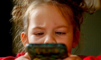 Telefonul, tableta, televizorul si alte ecrane digitale- cum afecteaza acestea ochii copilului?
